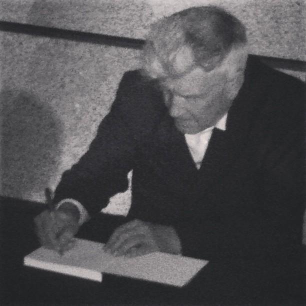 Sì, sì, è mio il libro che sta firmando David Lynch dopo la sua conferenza al Rizoma Festival di Madrid